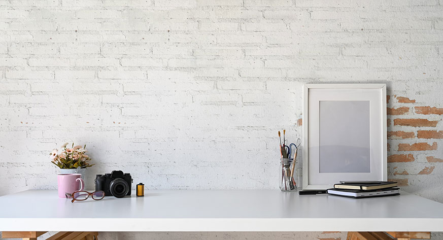 Cuadros sobre el escritorio