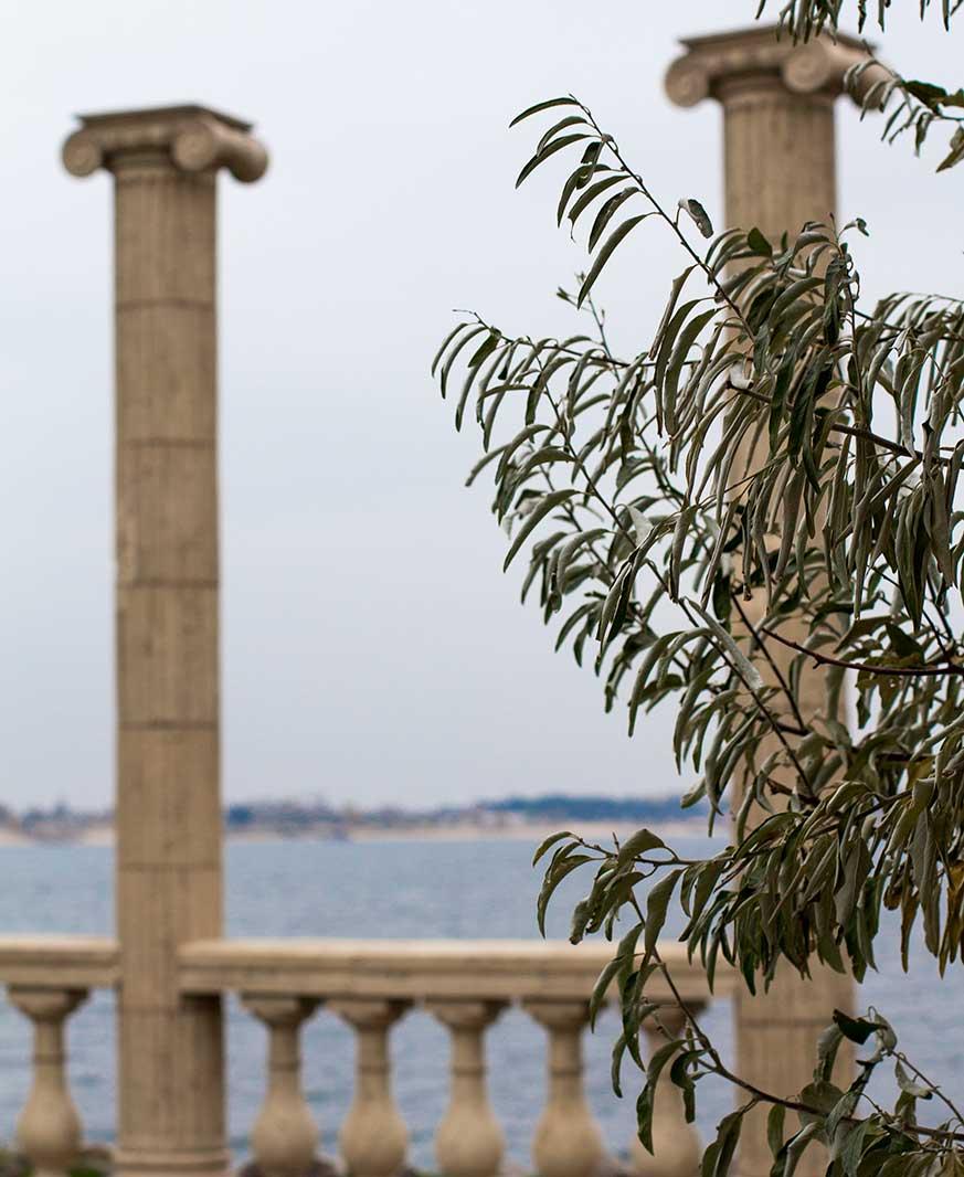 Columnas de estilo neogótico