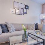 Colocar cuadros encima del sofá: Consejos para evitar un desastre