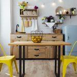 Cómo combinar los muebles de color miel en el salón