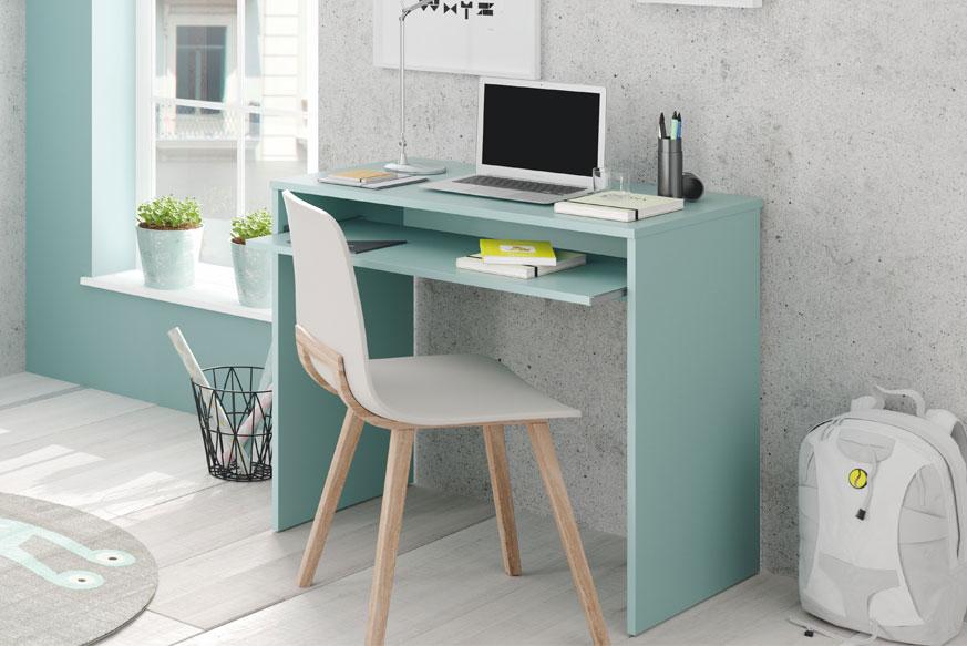 Escritorio en color verde aqua con una silla blanca y patas de madera para habitaciones juveniles.