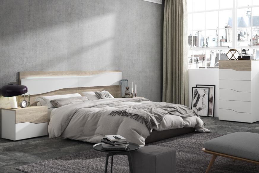 Dormitorio en color roble y blanco compuesto por una cama con cabecero, un sinfonier y dos mesitas de noche.
