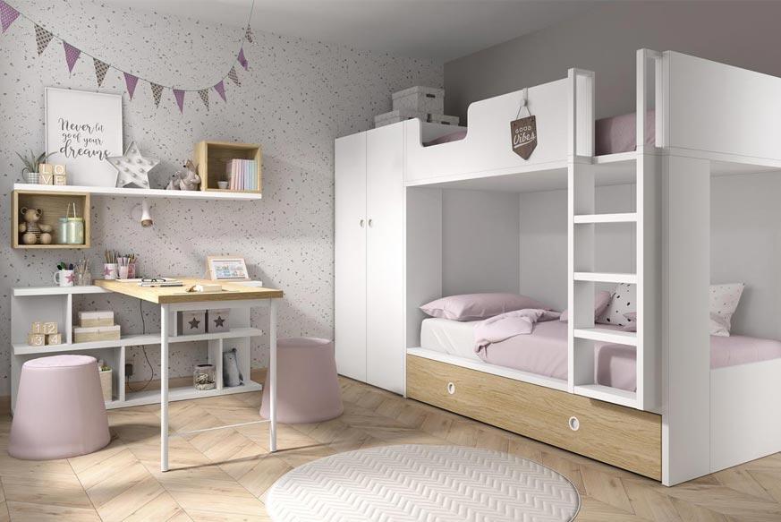 Dormitorio infantil compuesto por una litera en la parte derecha y un estante y un escritorio en la parte izquierda en color blanco y madera claro