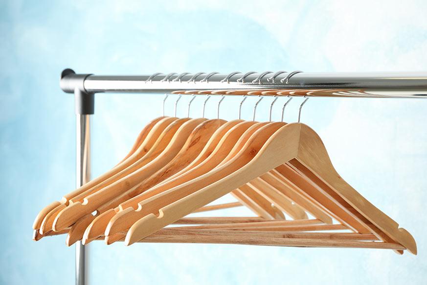 Guardar abrigos, distribuir el espacio y accesorios de manera homogenea