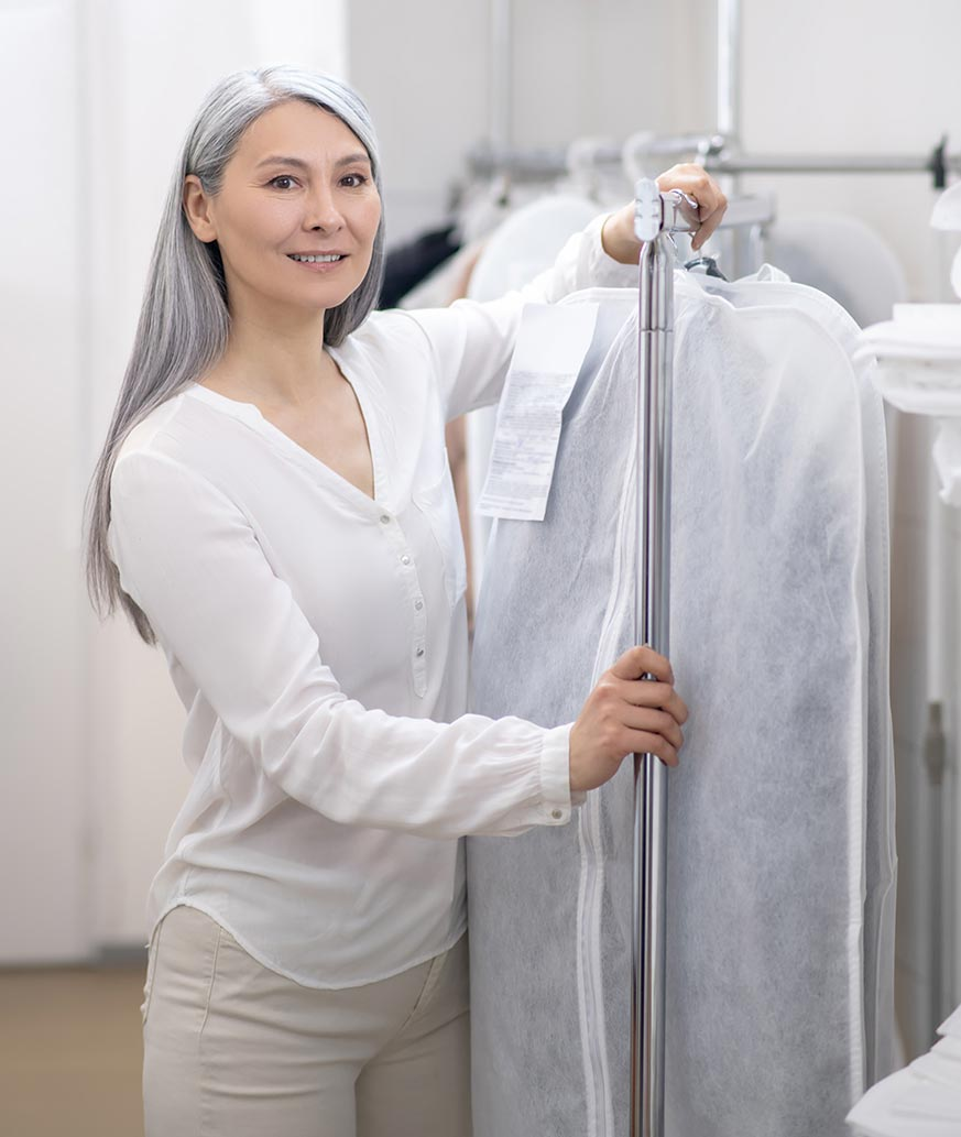 Guardar abrigos en bolsas o fundas para ropa