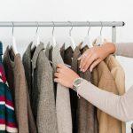 Como guardar abrigos en poco espacio: 6 trucos para que quepa todo