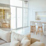 9 formas sencillas de separar una cocina del salón