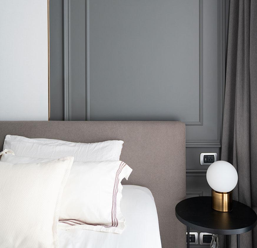 Ideas de cabeceros de cama y decoración dormitorio. Molduras.